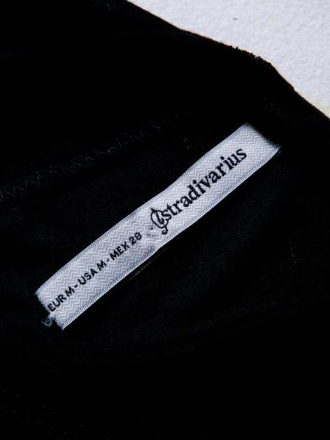 STRADIVARIUS Czarna bluzka z napisem GIVE ME ROCK'N'ROLL                                  zdj.                                  3