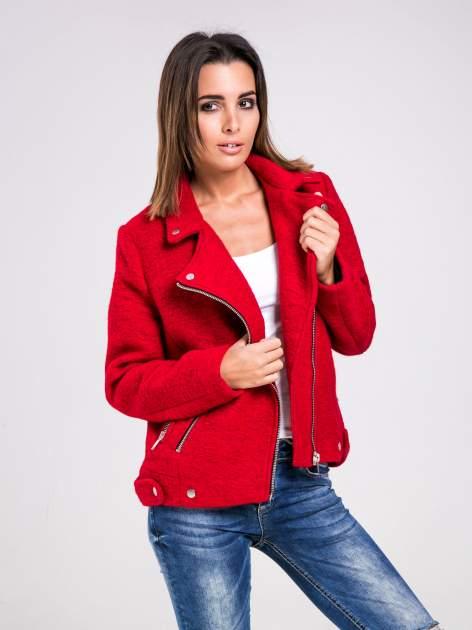 STRADIVARIUS Czerwona kurtka typu biker jacket z dzianiny