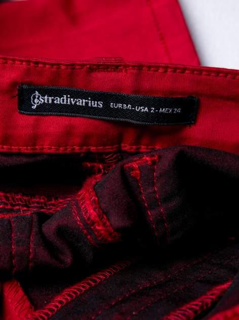 STRADIVARIUS Czerwone spodnie rurki z suwakami                                  zdj.                                  3