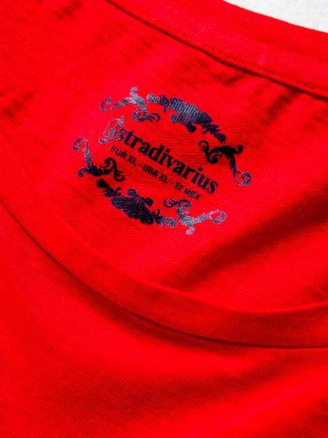 STRADIVARIUS Czerwony t-shirt basic z kieszonką                                  zdj.                                  3
