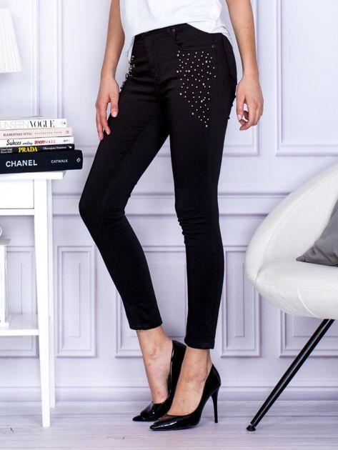 Spodnie czarne z ozdobnymi perełkami                              zdj.                              3
