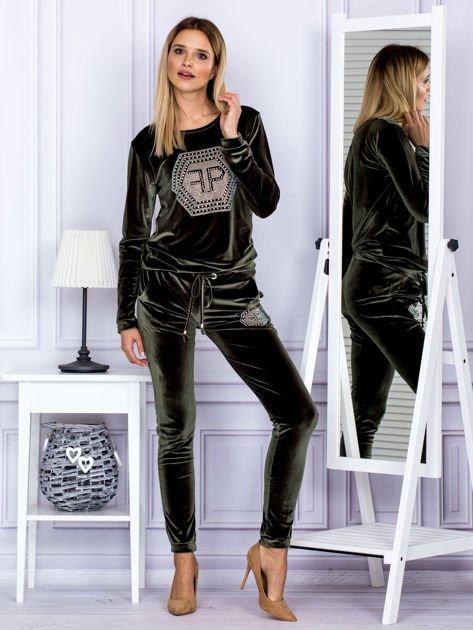 Spodnie dresowe welurowe z błyszczącymi kamyczkami ciemnozielone                              zdj.                              4