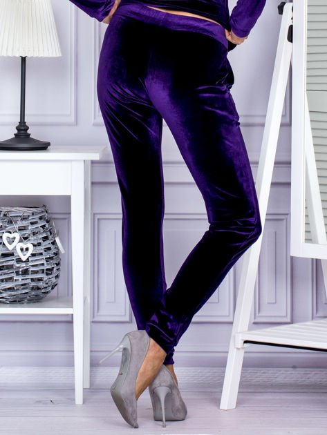 Spodnie dresowe welurowe z błyszczącymi kamyczkami fioletowe                              zdj.                              2
