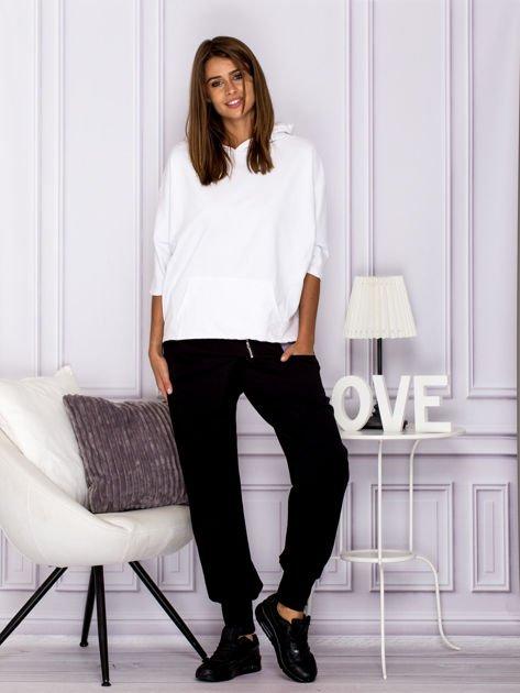 Spodnie dresowe z ozdobnym suwakiem czarne                              zdj.                              4