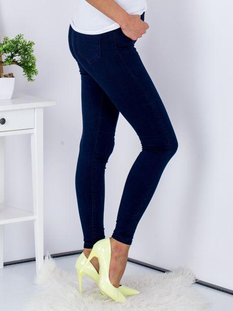 Spodnie granatowe jeansowe high waist ze stretchem                              zdj.                              3