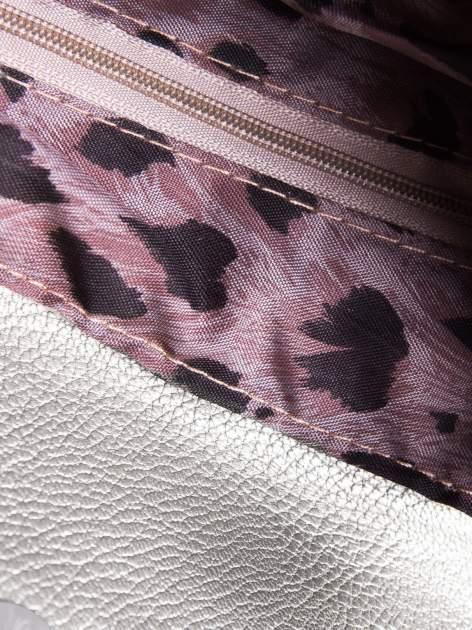 Srebrna mini torebka kopertówka z paskiem                                  zdj.                                  2