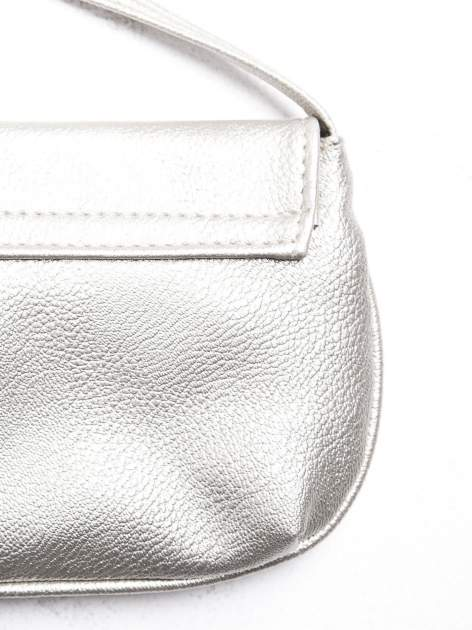 Srebrna mini torebka kopertówka z paskiem                                  zdj.                                  3