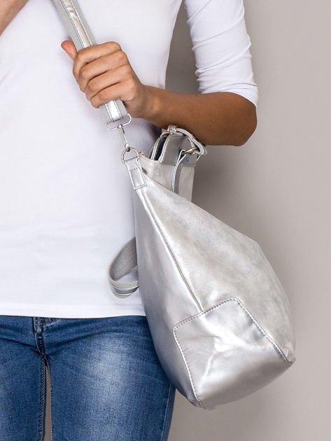Srebrna torba z błyszczącym modułem                                  zdj.                                  2