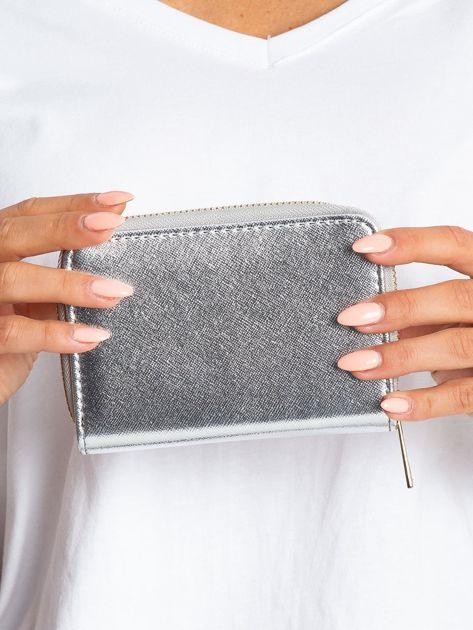 Srebrny błyszczący portfel                              zdj.                              2