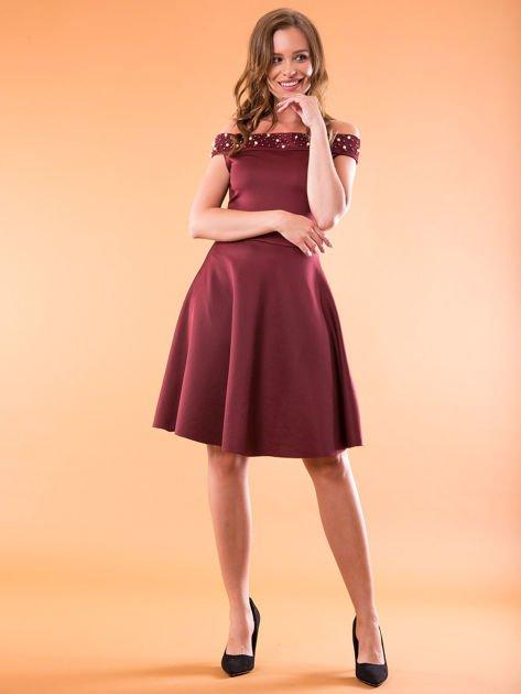 Sukienka bordowa z perełkami                              zdj.                              4