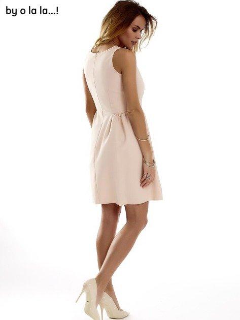 Sukienka brzoskwiniowa z kokardą BY O LA LA                              zdj.                              10