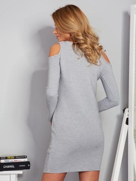 Sukienka cold shoulder w wypukłe paski jasnoszara                              zdj.                              2