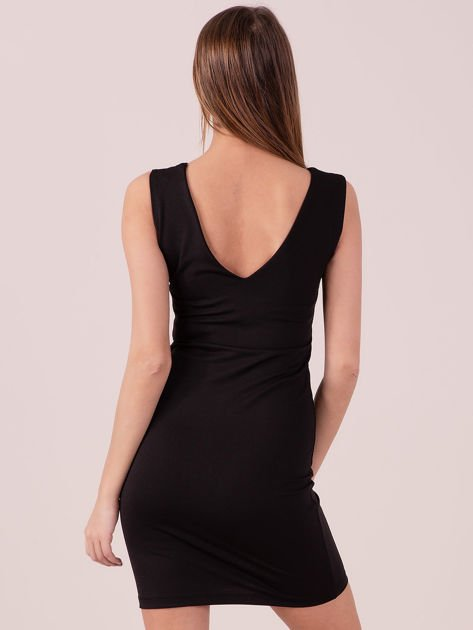 Sukienka czarna dopasowana z trójkątnym dekoltem                              zdj.                              3