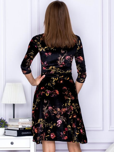 Sukienka czarna welurowa z roślinnym motywem                              zdj.                              2