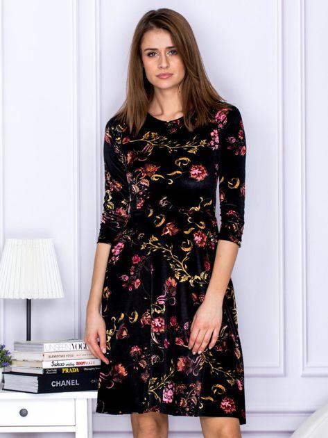 Sukienka czarna welurowa z roślinnym motywem                              zdj.                              1