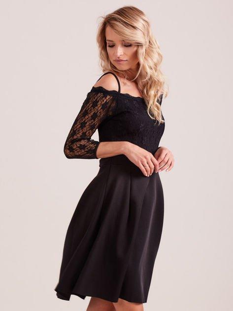 Sukienka czarna z koronkową górą i cienkimi ramiączkami                              zdj.                              2