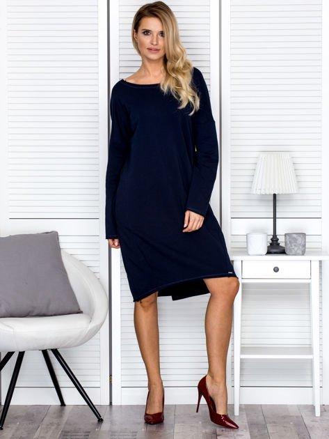 Sukienka damska dresowa o luźnym kroju granatowa                              zdj.                              4