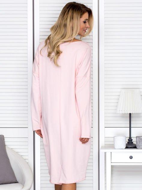 Sukienka damska dresowa o luźnym kroju różowa                              zdj.                              2