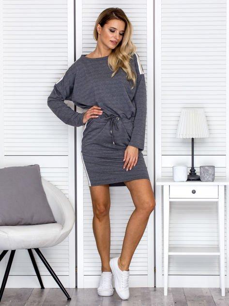 Sukienka damska dresowa z troczkami ciemnoszara                              zdj.                              4