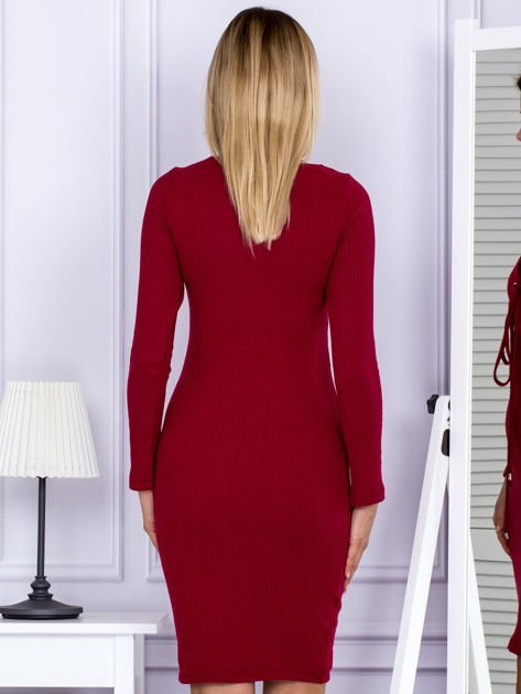Sukienka damska w prążek ze sznurowaniem przy dekolcie bordowa                              zdj.                              2
