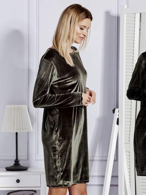Sukienka damska welurowa z kieszeniami ciemnozielona                                  zdj.                                  2