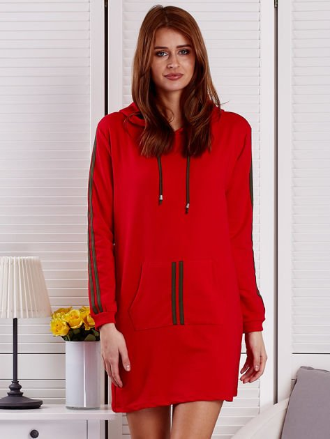 Sukienka damska z lampasami i kapturem czerwona                              zdj.                              1
