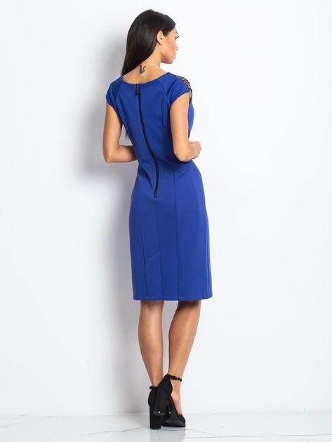 Sukienka damska z łańcuszkami na ramionach kobaltowa                               zdj.                              2
