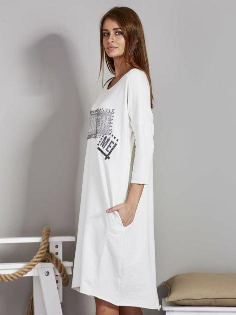 Sukienka damska z napisem z dżetów ecru                              zdj.                              3