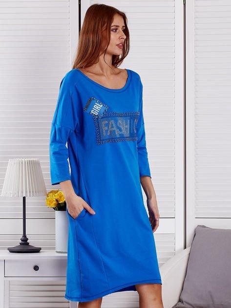 Sukienka damska z napisem z dżetów niebieska                              zdj.                              5