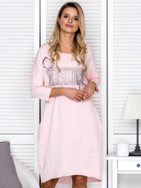 Sukienka damska z napisem z dżetów różowa                              zdj.                              1
