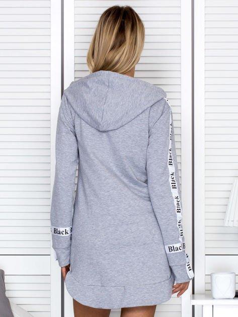 Sukienka dresowa z kapturem i nadrukiem szara                              zdj.                              2