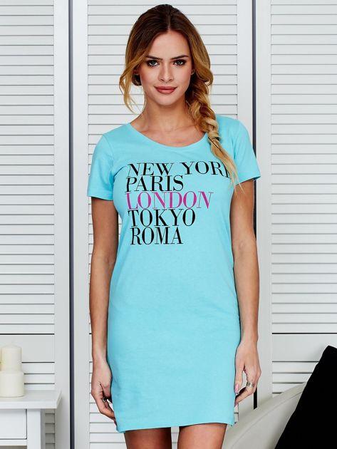 Sukienka jasnoniebieska bawełniana z nazwami miast                                  zdj.                                  1