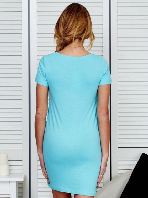 Sukienka jasnoniebieska bawełniana z nazwami miast                                  zdj.                                  2