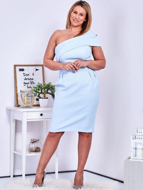 Sukienka jasnoniebieska z delikatnym połyskiem PLUS SIZE                              zdj.                              4