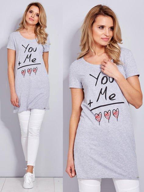 Sukienka jasnoszara bawełniana z miłosnym nadrukiem                              zdj.                              1