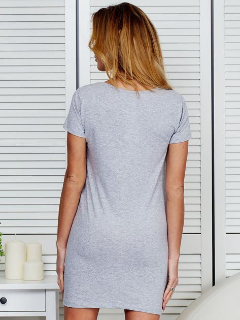 Sukienka jasnoszara bawełniana z nadrukiem newspaper                                  zdj.                                  2