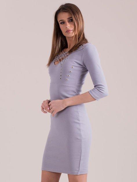 Sukienka jasnoszara ze sznurowaniem i kółeczkami                               zdj.                              3