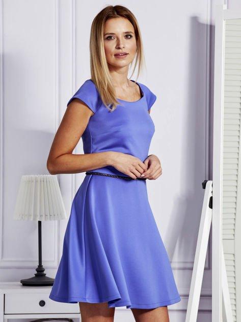 Sukienka koktajlowa z błyszczącym paskiem niebieska                                  zdj.                                  5