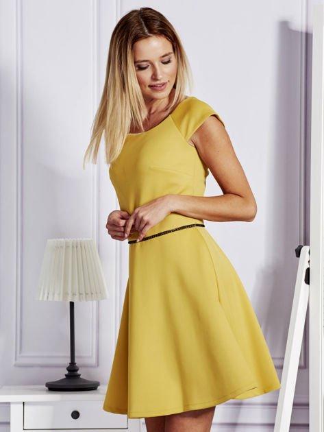 Sukienka koktajlowa z błyszczącym paskiem żółta                              zdj.                              5