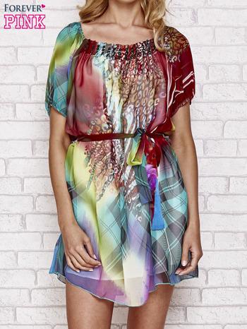 Sukienka mgiełka w kolorowe wzory z paskiem i aplikacją                                  zdj.                                  1