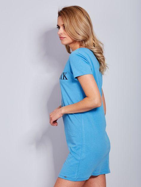 Sukienka niebieska bawełniana z nazwami miast                                  zdj.                                  5