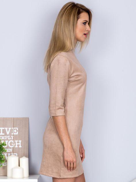 Sukienka o zamszowej fakturze jasnobeżowa                              zdj.                              5