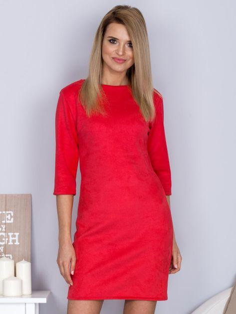 Sukienka o zamszowej fakturze różowa                                  zdj.                                  1
