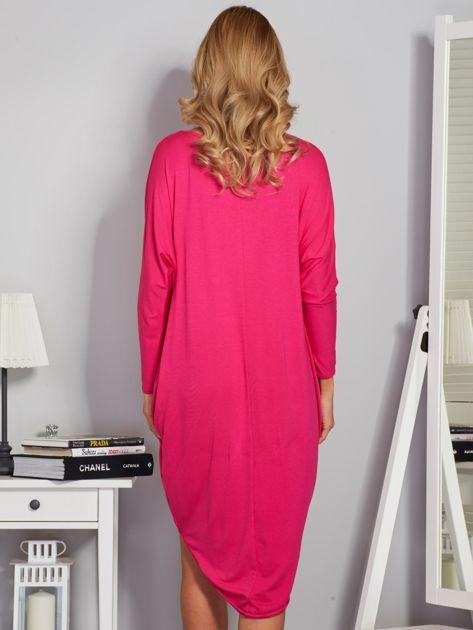 Sukienka oversize z dłuższym tyłem malinowa                              zdj.                              2