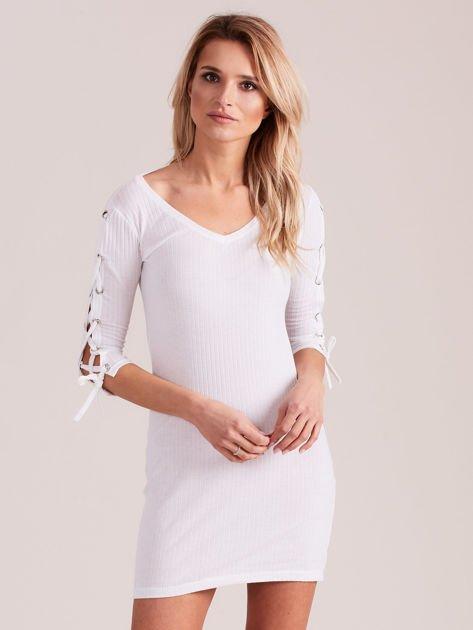 Sukienka w szeroki prążek z rękawami lace up ecru                                  zdj.                                  1