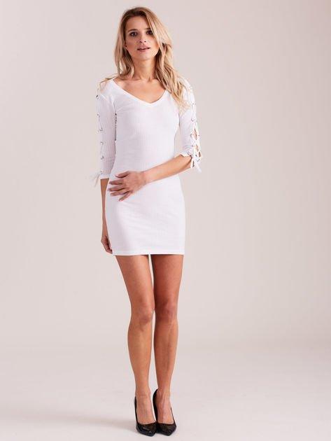 Sukienka w szeroki prążek z rękawami lace up ecru                                  zdj.                                  2