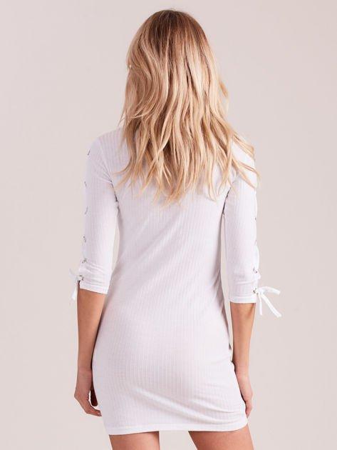 Sukienka w szeroki prążek z rękawami lace up ecru                                  zdj.                                  5