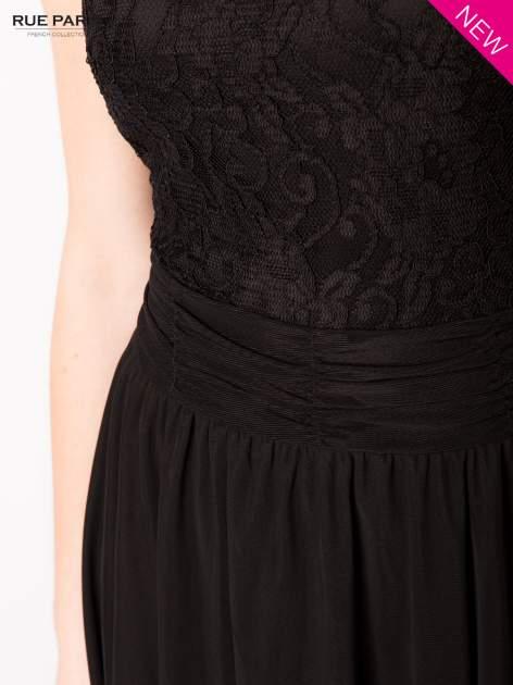 Sukienka z aplikacją z czarnej koronki i rozkloszowanym dołem                                  zdj.                                  6