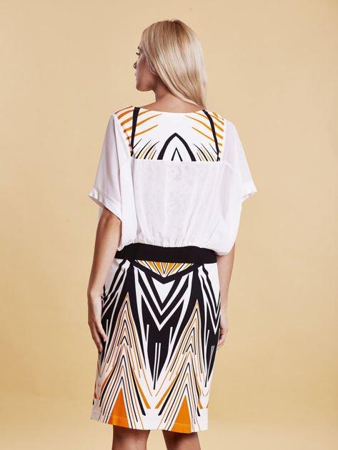 Sukienka z symetrycznym nadrukiem pomarańczowa                                  zdj.                                  1