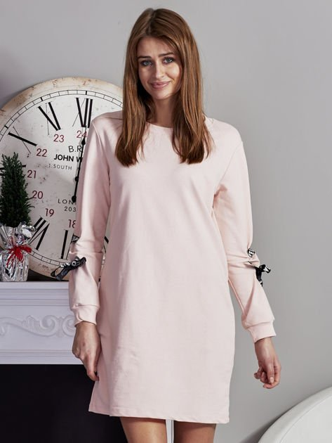 Sukienka z tasiemkami przy mankietach różowa                              zdj.                              1